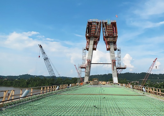 View from the Kentucky Backspan Deck Facing Upstation. (Photo Courtesy of Brayman Construction Corporation)